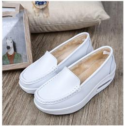 Balanço de veludo on-line-Venda quente-Mulheres Inverno Quente Sapatos Mais Veludo Senhora Toning Swing Sapatos Nova Cunha Altura do Couro Crescente Feminino Emagrecimento Sapato de Fitness sapatos