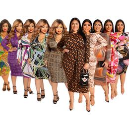 Dessins de robes serrées en Ligne-Robe imprimée à manches longues pour femmes jupe moulante Paquet hanche Puller design mode sexy À la fois avant et après-porter Plus-size XL-5XL