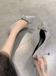 Robe coréenne de chaussure de dames en Ligne-Nouvelle mode coréenne simples Chaussures Femme Pointu Toes Bowtie Sexy Ladies Hauts talons avec pompes robe strass Party