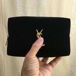 bolsas de cosméticos simples atacado atacado Desconto O envio gratuito de veludo simples saco cosmético padrão de carta simples saco senhora moda bolsa de mão popular atacado