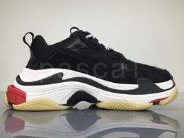 vestir zapatos de ballet Rebajas New Paris Triple-S Blanco Negro hombres zapatos para hombre Negro crema de color rosa amarilla barato rojo para mujer de los calzados informales de la moda zapatillas de deporte