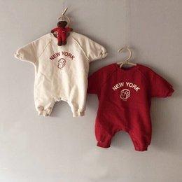 2020 корейский стиль одежды ребенка MILANCEL 2019 Одежда для новорожденных мальчиков Rompers Письмо печати Infant девушки Комбинезоны корейский младенца Outfit LY191228 дешево корейский стиль одежды ребенка