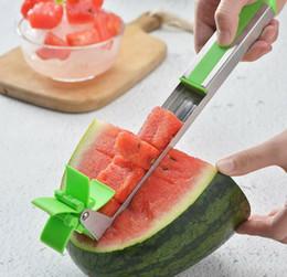 2019 taglierina per la plastica Affettatrice per anguria Affettatrice in plastica a forma di anguria per il taglio dell'anguria Affettatrice Utensili per verdura frutta KKA6877 taglierina per la plastica economici