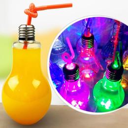 CALIENTE Nuevo Diseño Botella de Agua Bombilla Lámpara Luminosa Botella 400 ml Iluminación de Té Vaso de Vidrio Botellas Mejores Regalos Al Por Mayor Envío Gratis desde fabricantes