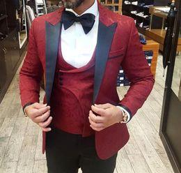 chalecos sin botones Rebajas Verano 2019 nuevo Burgundy traje para hombre para los mejores hombres 3 piezas Slim Fit Groom Tuxedos para hombre trajes de boda formal oficina Blazer (chaqueta + chaleco + pantalones)