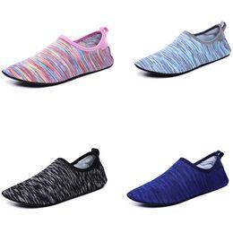 Calzini piatti morbidi online-Summer Swimming Sock Aqua Shoes Donna Uomo Beach Sandals Flat Soft Walking Lover Scarpe da yoga Diving Sea Surfing Wading Slippers