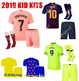Shorts para crianças on-line-KITS KIDS 2020 camisas de futebol hot FOOTBALL calcio futbol messi camisas crianças juventude meias calções esporte rosa PIQUE COUTINHO DEMBELE 19 SPORT