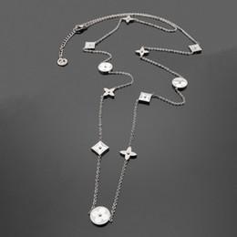 Cloisonne regali online-Monili di modo White Shell Four Leaf Flower Collana lunga catena maglione amore collana per le donne collane di design regalo