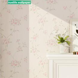 2019 papel de parede de madeira falso Idílico estilo flor pequena sala de estudo padrão sala de estar quarto de casamento não-tecido espessamento fundo papel de parede