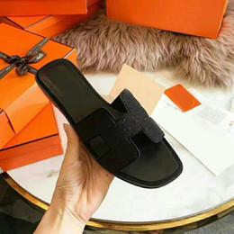 2019 découpes Pantoufles En Cuir Femmes Noir Bascule Chaussures De Luxe Chaussures Plate De Mode Découpe Vamp Pantoufles À Bout Ouvert Avec Le Style Slip-on Rose découpes pas cher