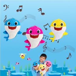 boné preto laranja Desconto 3 cores 30 cm bebê tubarão brinquedos de pelúcia com música dos desenhos animados recheado adorável animal bonecas macias música tubarão animais de pelúcia cca11076 6 pcs
