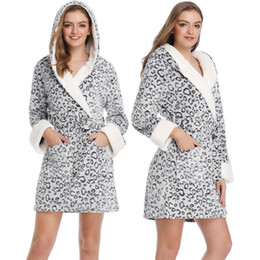 2019 guarnição floral do applique Mulheres Sexy Robes Do Sono Marca Novo Outono Inverno Das Mulheres Pijamas de Veludo Coral Mulheres Quente Com Capuz Pijamas Em Casa
