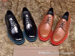 Encaje estilo italia online-Nuevo estilo británico transpirable formal de cuero de los hombres de negocios zapatos Italia Oxford zapatos de encaje de boda zapatos casuales