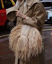 Bolso de la borla de ganchillo online-Mujeres de la marca de Paja Mini Bolso de Hierba Cruzada Cuerpo Cintura Flap Bag Crochet De gama alta Mensajero de la borla de la señora Pequeño Bolso de Hombro Jacquemuse