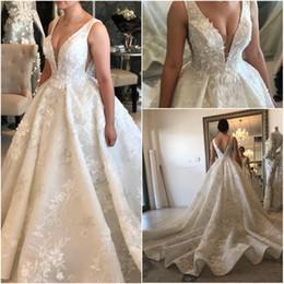 v profundo vestido de baile de casamento de volta Desconto Sheer profundo decote em v 3d flores vestido de baile vestidos de casamento pérolas de luxo frisado v cut back vestidos de noiva