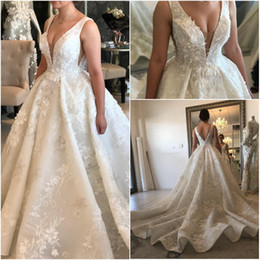 vestidos de casamento Desconto Sheer profundo decote em v 3d flores vestido de baile vestidos de casamento pérolas de luxo frisado v cut back vestidos de noiva