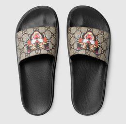Scarpe focaccine coreane online-Pantofole piattaforma estiva 2018 femminile versione coreana della moda selvaggia al di fuori del porto vento focaccina scarpe da spiaggia studente piatta