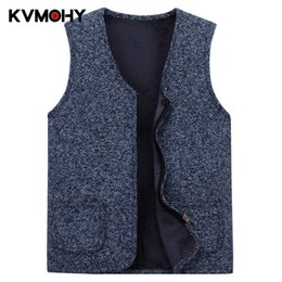 V di spalla di uomini del cardigan del collo di v online-Cardigan Men Sweater Vest Male Velluto da uomo in maglia da uomo con scollo a V senza maniche in lana a righe maglioni di spessore Hombre Coat