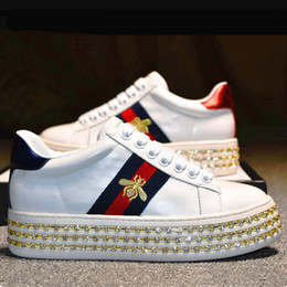 En gros designer sneaker Casual chaussures mode femmes marque de luxe sneaker broderie abeille perle femmes chaussures avec cristal taille 35-40 ? partir de fabricateur