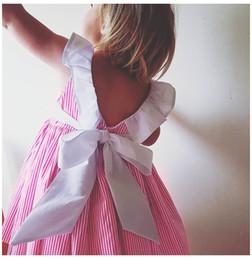 I capretti abbottonano il vestito online-Neonati Abiti a strisce Abiti estivi Caramella Rosa Colore Ruffles Patchwork Fiocco di cotone Abiti senza schienale Per bambini Boutique Abbigliamento Z01