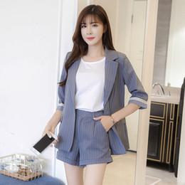 Traje de rayas de verano, traje de damas uniforme de oficina Coreano, mujer delgada Pantalones cortos de cintura alta, uniforme de oficina conjunto de dos piezas desde fabricantes