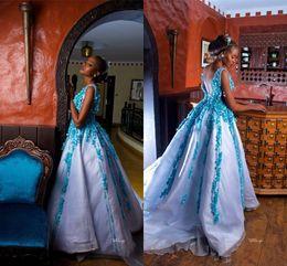 robes de bal turquoise filles noires Promotion Turquoise élégant 3D Flora A-ligne Robes de bal Luxe V Cou manches robe de soirée Black Girl Quinceanera Parti reconstitution historique Robes de soirée