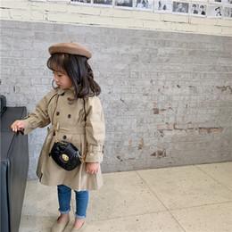 2019 abrigos de invierno de diseño coreano Corea Diseño niñas foso de la capa de los niños de pecho doble cazadora de tendencias chaquetas abrigos para prendas de vestir exteriores de la muchacha de otoño invierno de los niños rebajas abrigos de invierno de diseño coreano