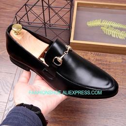 4b0a1c66e Novo Estilo Coreano Branco Preto Mocassins Loafers Sapatos De Couro de  Calcanhar Plana Sapatos Casuais para homens sapatos casuais estilo coreano  barato