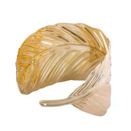 Brazalete brazalete de plata dorada online-Hoja de plata dorada brazaletes para las mujeres venta caliente western feather bangle pulsera chica punk jazz hip hop Bohemia joyería envío gratis