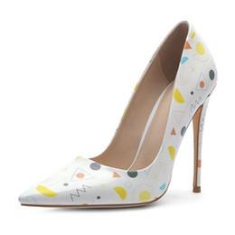 2019 stilettos de flores Tallas grandes 34-45 Bombas de charol para mujer Zapatos de tacón de aguja con estampado de flores de gato de color mixto Zapatos de punta puntiaguda de verano rebajas stilettos de flores