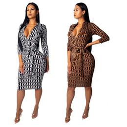Diseñador de las mujeres vestidos maxi ropa Código estándar moda caliente con cuello en v mujer delgado sexy vestido de una pieza explosión desde fabricantes