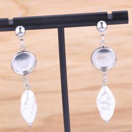 boucles d'oreilles perlées Promotion Les ajustements de base pour les boutons de goujon correspondent à des ajustements de lunette cabochon de 10 mm de diamètre avec des ébauches de breloques pour le bijou