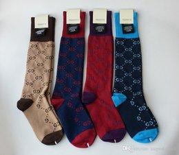 Calzini del tubo del ginocchio online-2019 S / A gc calzini stile coreano G lettera stampa moda calze a tubo lungo calze calze di cotone a maglia 4 colori 1 paia in una confezione regalo