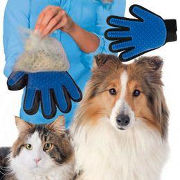 Capelli a mano sinistra online-6 colori di pulizia Pet Brush Dog Cat Hair Fur Remover Pettine Silicone Grooming Guanto morbido Magic Deshedding Bath Mitt Massage Left Right Hand