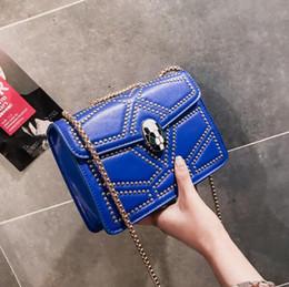 Fábrica de atacado das mulheres da marca bolsa de moda snakehead fechadura cadeia saco personalidade Ling Ge mulheres rebite bolsa de mão rua tendência de couro Messeng de