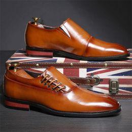 2020 italienische büroschuhe Männer echtes Leder Loafers Italienisch Geschäfts-Kleid Schuhe männlich Slip-on Hochzeit Schuhe Spitzschuh Glossy Büro Oxford günstig italienische büroschuhe