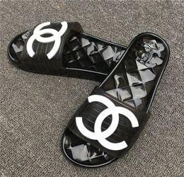 Sandálias da praia da geléia on-line-Novas Mulheres Da Moda sandálias dos homens confortáveis sapatos de Praia transparentes flip-flops mulher casual geléia chinelos unisex peep toe sandálias C84120