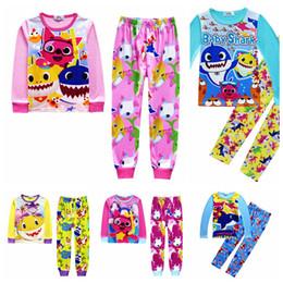 Ropa interior online-Kids Baby Shark Pijamas 5 Estilos Bebé de dibujos animados INS Trajes de interior de manga larga T-shirt Pantalones 2pcs Conjunto de ropa establece OOA6369