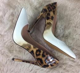 2019 tacones altos de estampado leopardo blanco Estampado de leopardo blanco Zapatos de tacón alto para mujer Cúspide Tacón fino Zapatos individuales 8 cm 10 cm 12 cm Gran código 44 discoteca vestido de boda zapatos de fondo rojo tacones altos de estampado leopardo blanco baratos
