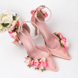 2019 Nuevo estilo Rosa 3D Flor zapatos de boda con sandalias afiladas Comercio tacones altos lado vacío nupcial zapatos de niña desde fabricantes