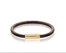 design de alta qualidade celebridade letra metal Buckle Rebites larga pulseira de couro real Moda metal Cuff pulseira de jóias com Box de Fornecedores de fio rápido