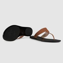 Pantofole in pelle dorata online-Sandalo di marca da donna in pelle Infradito di lusso in pelle perizoma in metallo dorato Pantofola estiva di grandi dimensioni 34-42 con scatola 9 colori