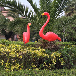 Decorazioni da giardino gratuite online-Sipping 1pair Plastic Flamingo Garden Yard Decoration e Lawn Art Ornament Wedding Ceremony Decoration