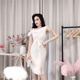 d0433c3de20a6 2009 Yeni Kore Elbise Kadınlar Tek Omuz Kolsuz Orta-uzun Etek Moda Seksi  Ünlü Zayıflama Abiye QC0118
