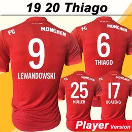 versão vermelha Desconto 19 20 LEWANDOWSKI Versão do Jogador Camisas De Futebol Bayern MULLER THIAGO TOLISSO Casa Camisas De Futebol Dos Homens Vermelhos New BOATENG Uniforme De Manga Curta