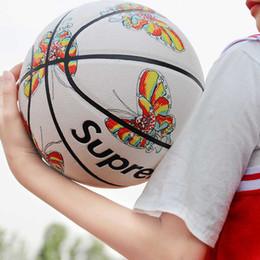 2019 fantasia branca Clone de moda branca de basquete edição limitada NO.7 rua extravagante resistente ao desgaste de couro bola de basquete para homens e menina fantasia branca barato