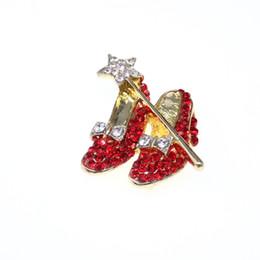 10 unids / lote Gold-tone Red Crystal High Heel Shoes Star Wand Bow Lapel Pin Dorothy Mago de Oz Zapatos de estilo broche desde fabricantes