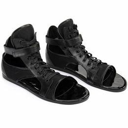 Cordón de zapato mágico online-Magic Poster zurriago encaje hasta tobillo casual plana Playa de verano zapatos de hombre sandalia de moda de calidad