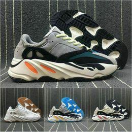 lowest price 9b007 ec937 Adidas yeezy 700 boost aDesinger shoesDiscount Kanye West Boost corredor de  la onda retro 700 zapatos grises causales Boost para hombre Mujeres sólido  gris ...