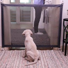 2020 productos infantiles Q190530 valla de protección portátil plegable perro de Seguridad de Productos de malla mágica puerta para mascotas para perros de seguridad Guardia bebé de los niños productos infantiles baratos
